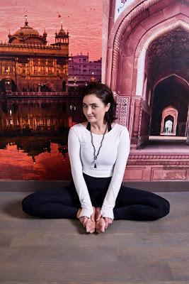 Yoga yapan kız