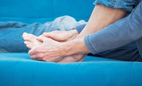 أسباب ونصائح حول تشنجات الأصابع والقدمين-مجلة سيليا