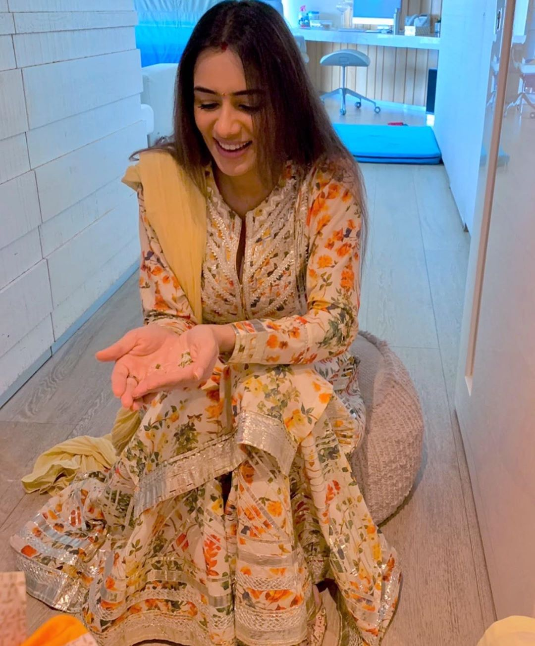 smriti-khanna-was-seen-crying-her-daughter-like-this