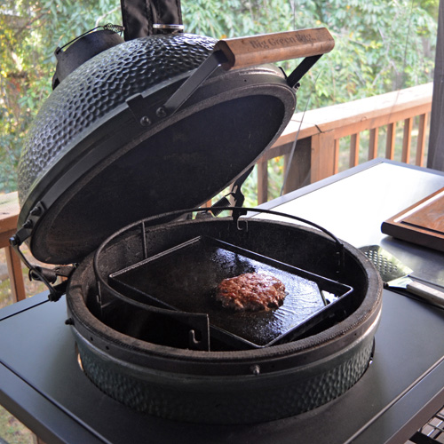 Cooking burgers on the Big Green Egg using a griddle