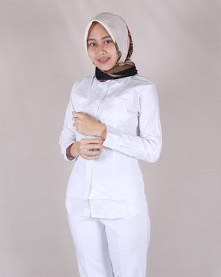 Kemeja Putih Lengan Panjang Jilbab Manis