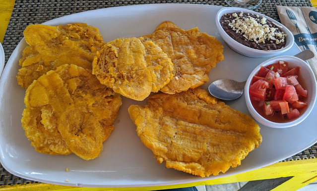 Costa Rica Food: Patacones at La Caribeña