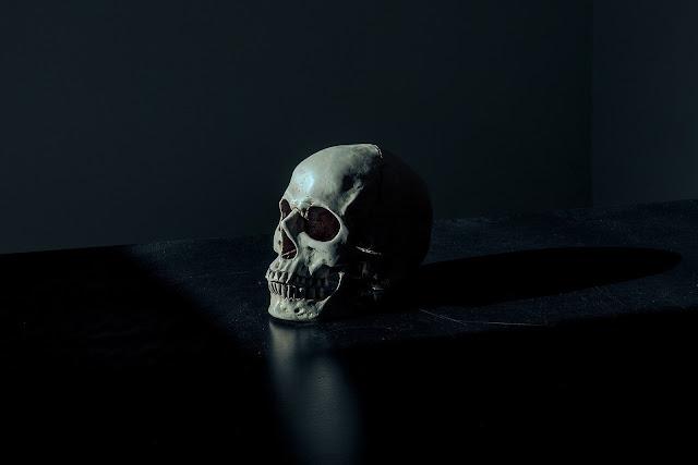 ソクラテスはなぜ死んだ?死に対するソクラテスの名言を解説