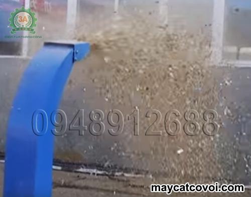 Băm rơm khô bằng Máy băm cỏ voi 3A 9Z-2.5
