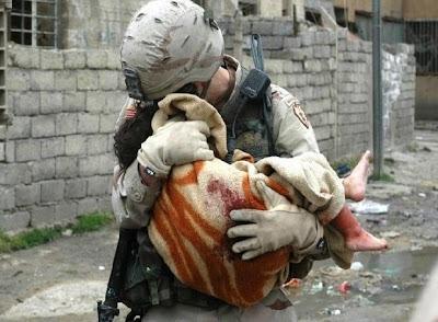 Tentara menyelamatkan seorang anak!