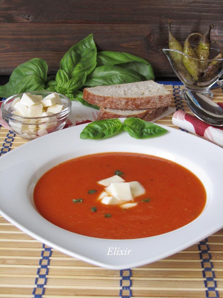 доматена крем супа с печени чушки и моцарела