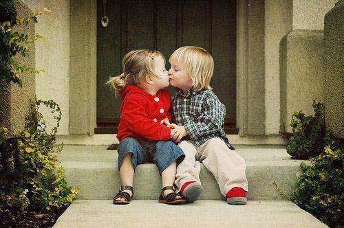 Bebek çift duvar kağıdı öpüşme