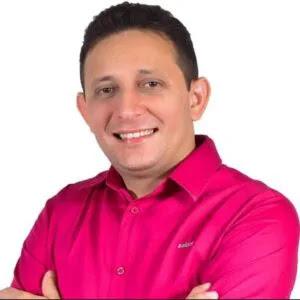 Candidato a prefeito é morto com tiros na cabeça enquanto estava em restaurante