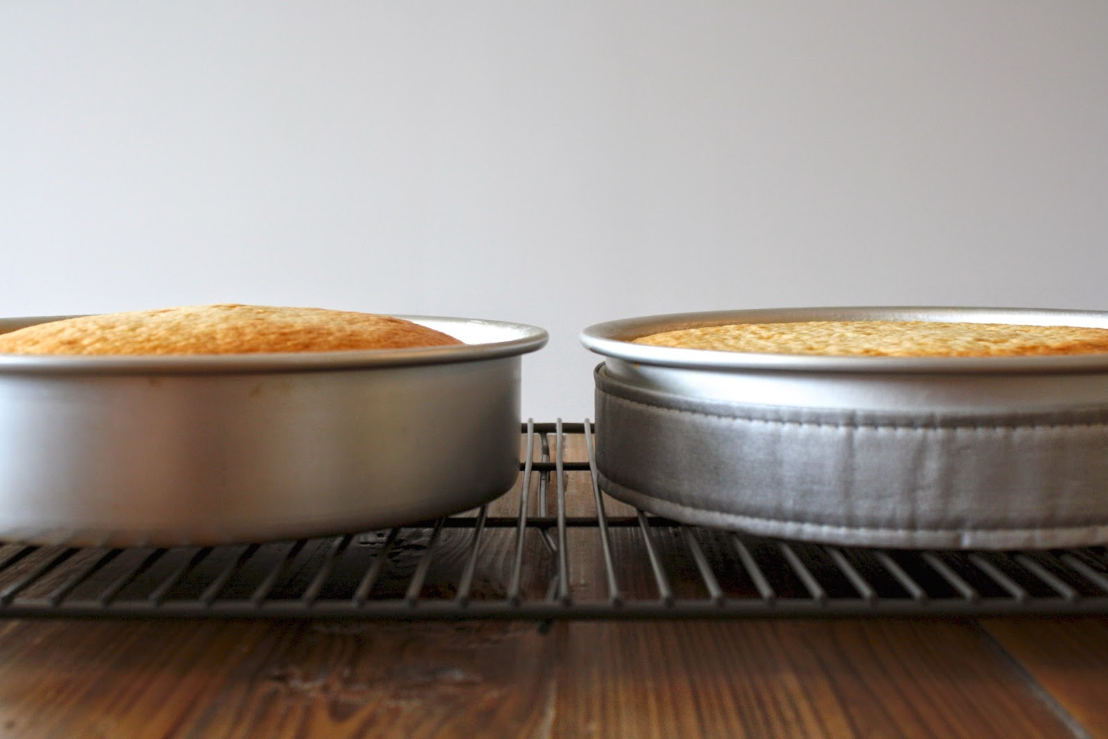 Baked cakes showing difference in pans when using evenbake strip