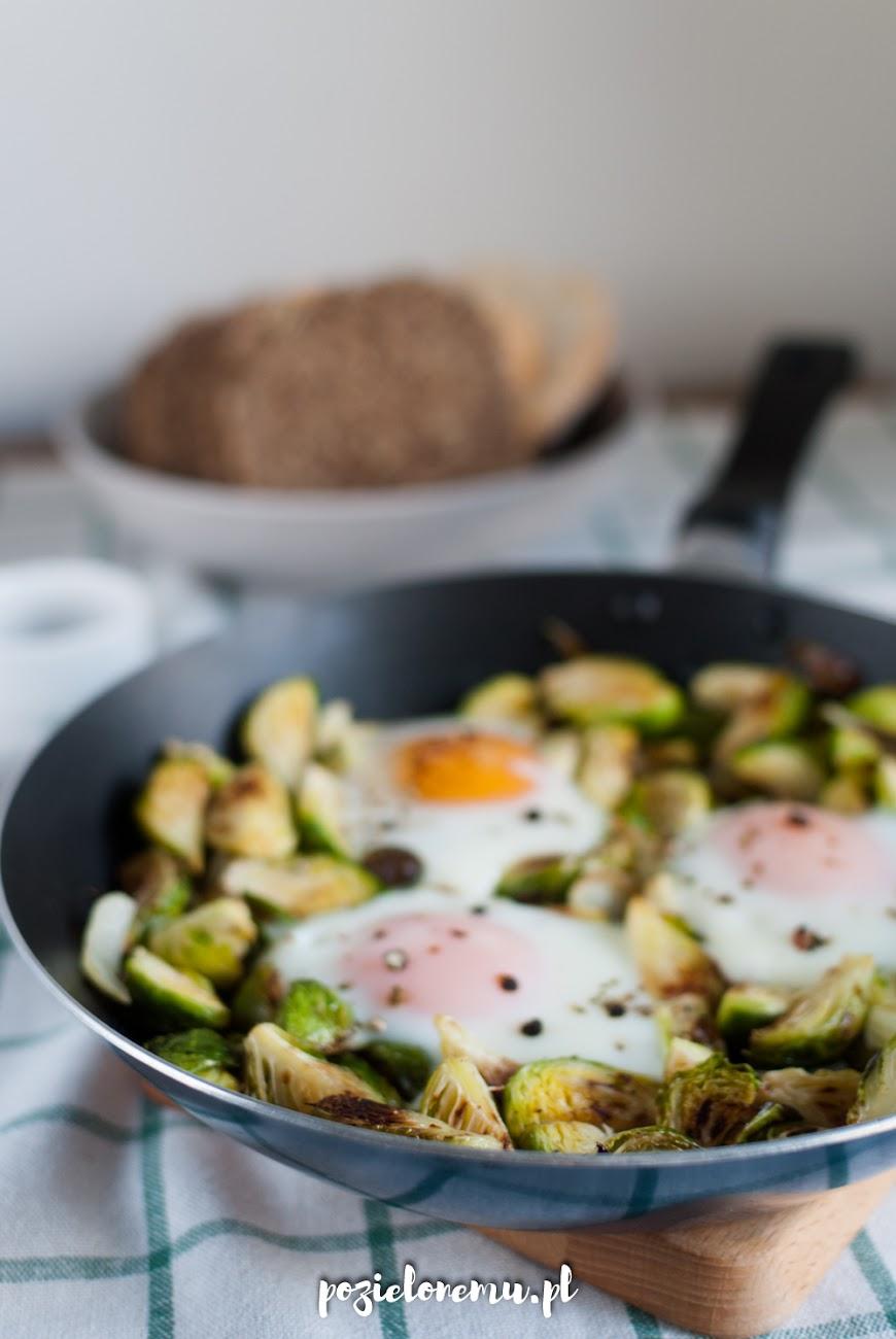Brukselka z jajkiem sadzonym