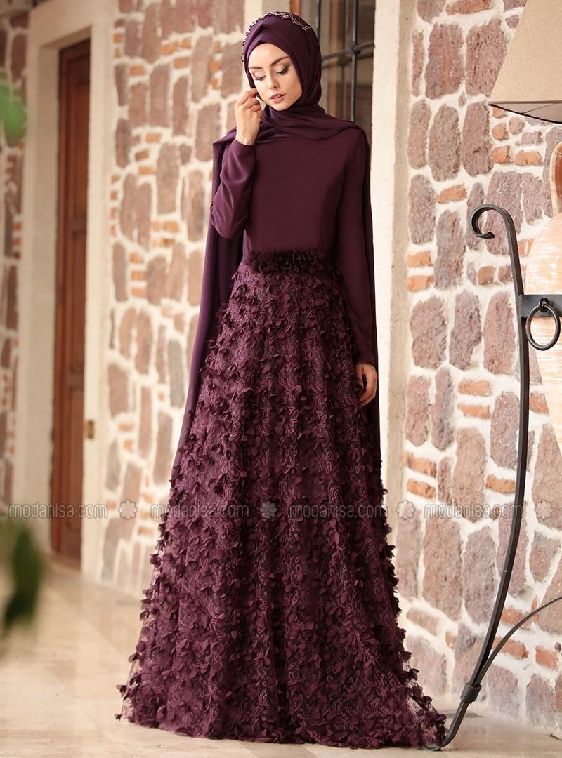 Avec ces couleurs vives et douces (rose) cette robe hijab de soirée va  attirer tous les regards lors de votre soirée.
