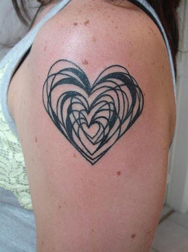 Vazia, a sobreposição de corações