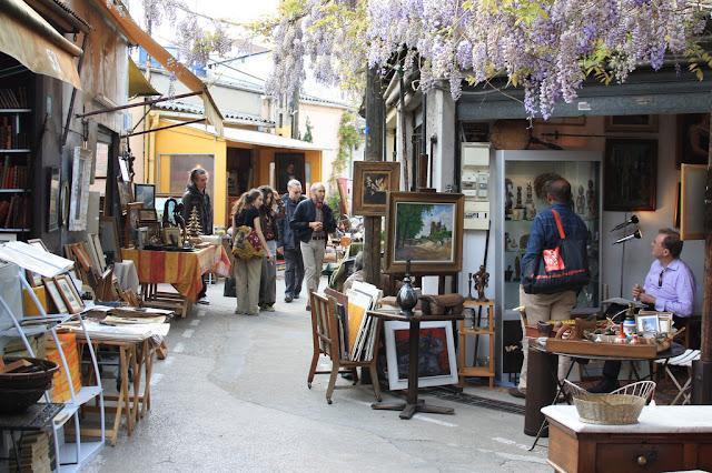 Mercado Marché aux Puces de St-Quen em Paris