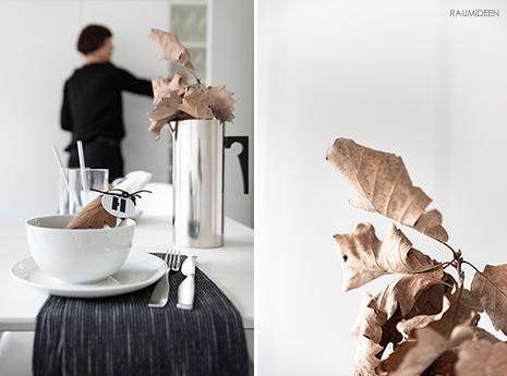 Tischdeko im Herbst mit getrockneten Herbstblättern als Serviettenanhänger.