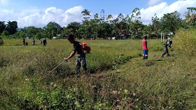Satgas Yonif 512 Bangkitkan Kebersamaan Melalui Karya Bhakti di Perbatasan Papua