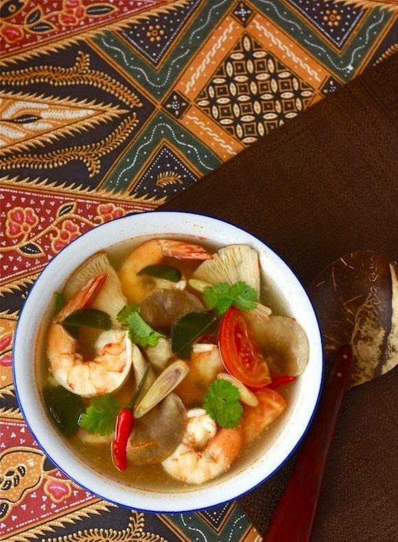 Tom Yum Goong - Thai Hot & Sour Shrimp Soup - by SeasonWithSpice.com