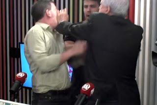 Vídeo: Augusto Nunes agride Glenn Greenwald em programa de rádio