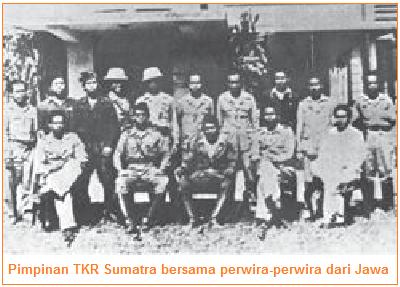 Pimpinan TKR Sumatra bersama perwira-perwira dari Jawa