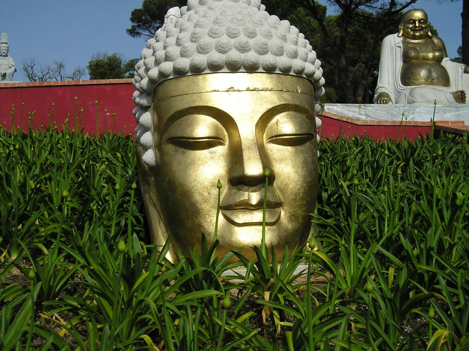 Bouddha en pierre pour jardin fashion designs for Tete bouddha pour jardin