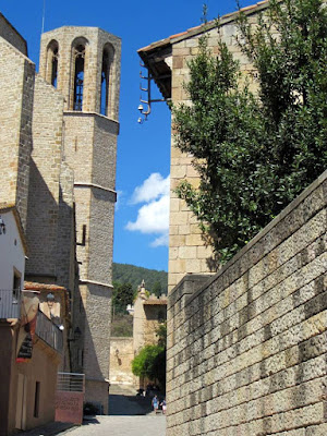 Houses beside Pedralbes Monastery