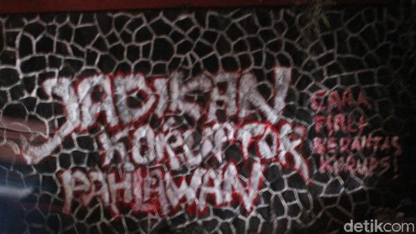 Grafiti Sindiran untuk Firli Bahuri Muncul di Bandung