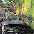 Suzuki APV Tabrak Truck Di Sabbang Selatan, 2 Orang Meninggal Dunia