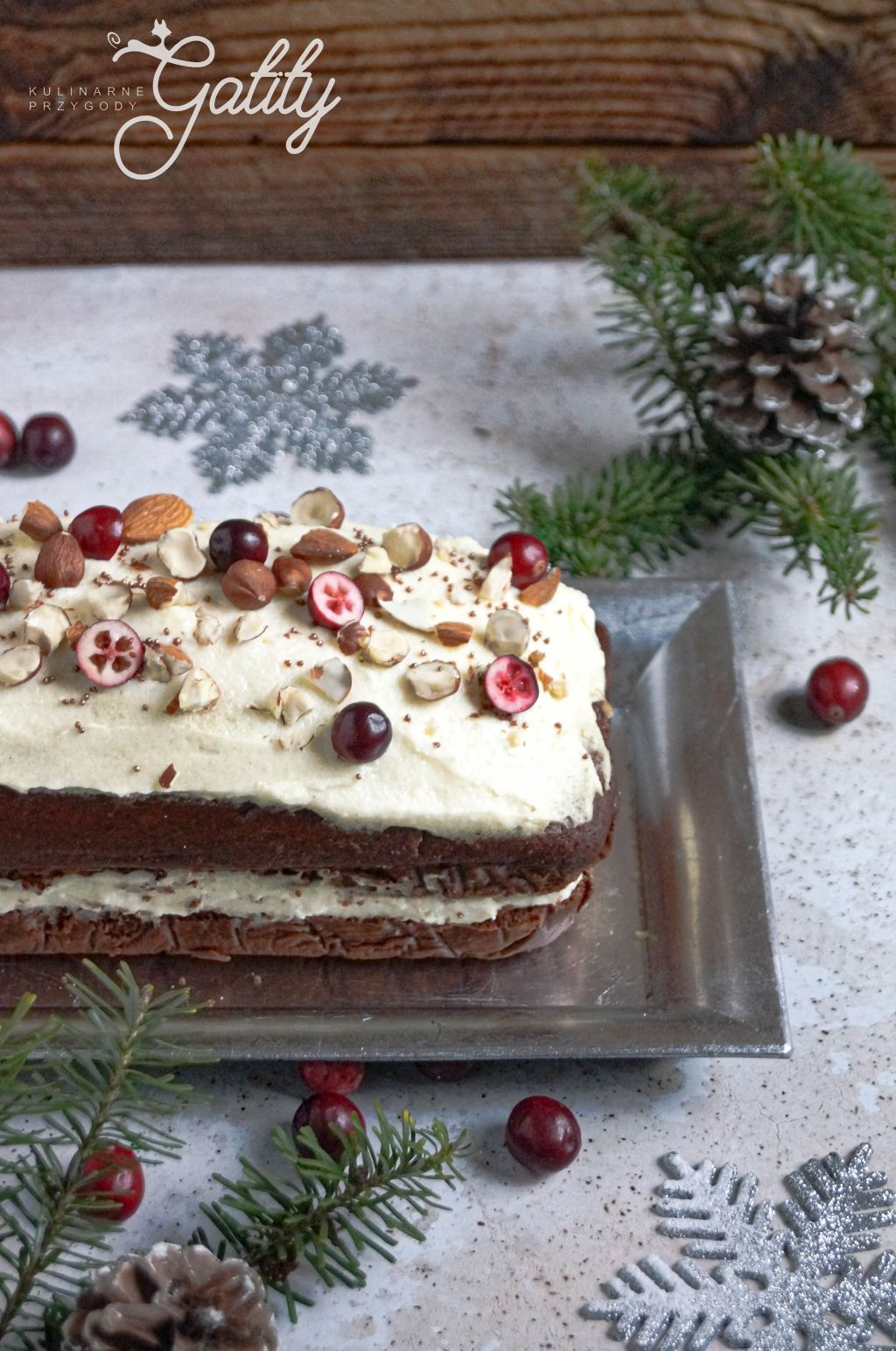 brazowe-ciasto-z-bialym-kremem