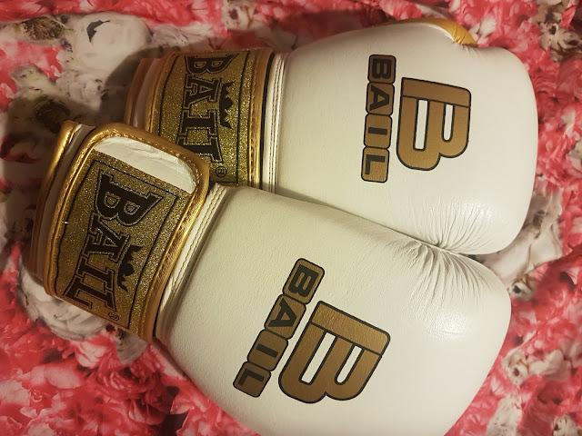 Rękawice bokserskie BAIL od Rywal - Sport