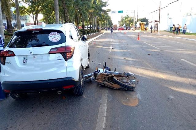 Motociclista morre após ser arrastado por carreta na Jorge Teixeira