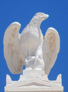 το μνημείο πεσόντων στην Αίγινα
