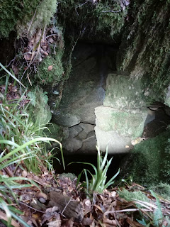 Tom Bells cave a fissure/boulder cave derelictmanchester.com
