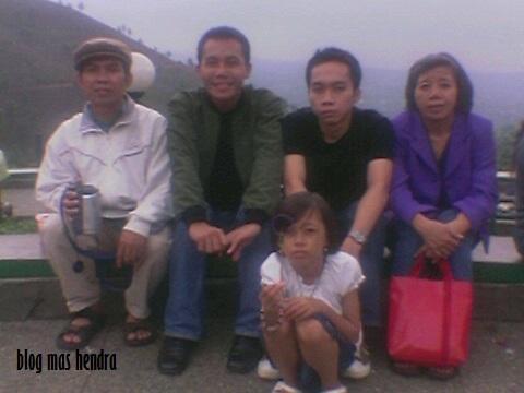 Berpose Bersama Keluarga - Blog Mas Hendra
