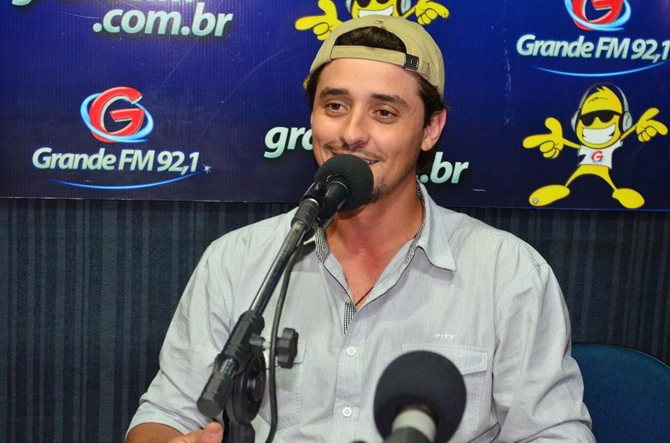 BLOG DUNDEE FAEL  Fael em entrevista para a Radio Grande FM 92 5c0cb8548cfac