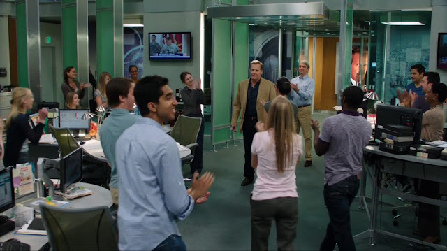"Cast clapping after another scoop in HBO's ""The Newsroom"""