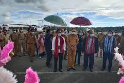 Usman Tamnge Jemput Agus Pramusinto Bandara Karel Satsuitubun