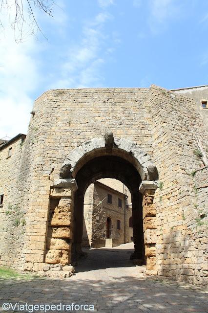 Porta all'Arco, Volterra, muralla etrusca, Toscana medieval, Itàlia