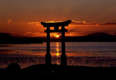 Foto por do sol no Japão. A história dos escravos japoneses