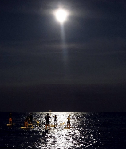 Eclipse - Stand up Paddle - Barcelona - Espanha - Steve Mckinley