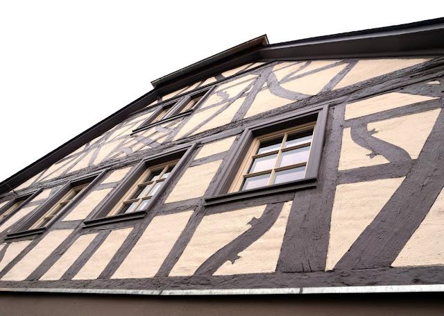 Die Vinothek des Weingutes Closheim ist in einem 300 Jahre alten Fachwerkhaus untergebracht.