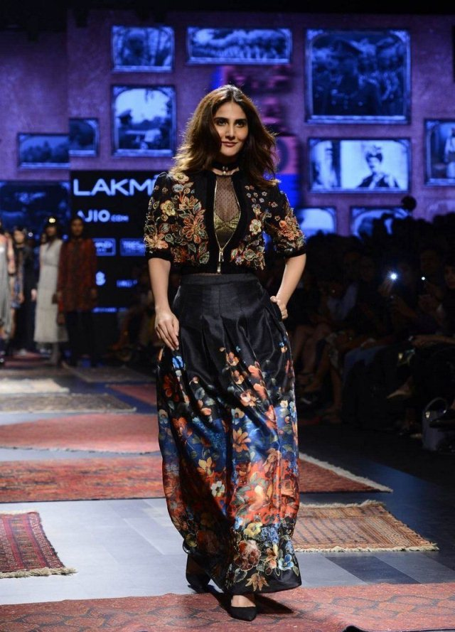 Bollywood Actress Vaani Kapoor Ram Walk Images
