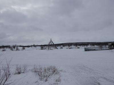 Laponie Finnmark Kautokeino : Tente sami (Lavvo) abandonnée au printemps pendant la transhumance