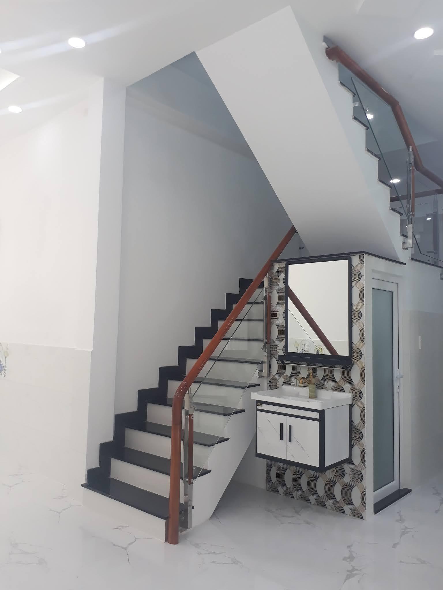 Bán nhà mới xây khu Xóm đạo đường Phạm Thế Hiển phường 7 Quận 8 giá rẻ