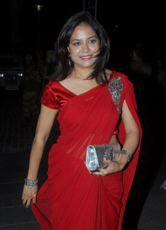 Singer Sunitha Hot Photos In Maroon Saree
