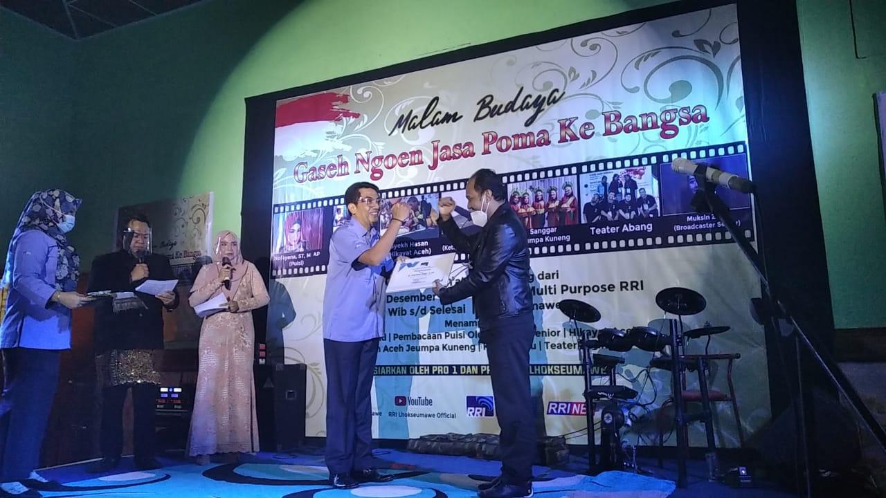 Malam Budaya, Senator Fachrul Razi Raih Penghargaan Peduli Media
