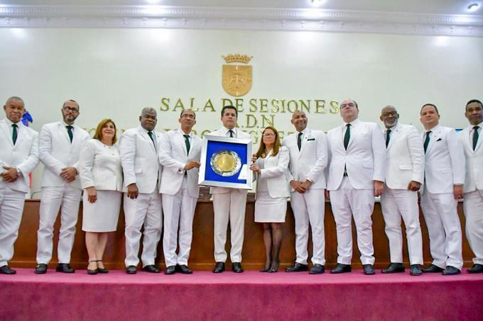 Alcalde del Distrito Nacional, David Collado es reconocido por bloques de regidores