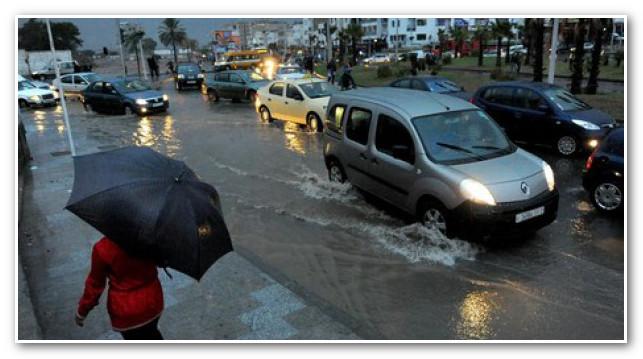 أمطار الخير بدأت في التهاطل على أكادير بعد طول انتظار.
