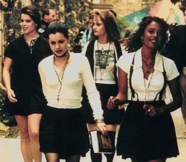 cena escola jovens bruxas