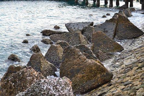 batu penahan ombak pelabuhan majene