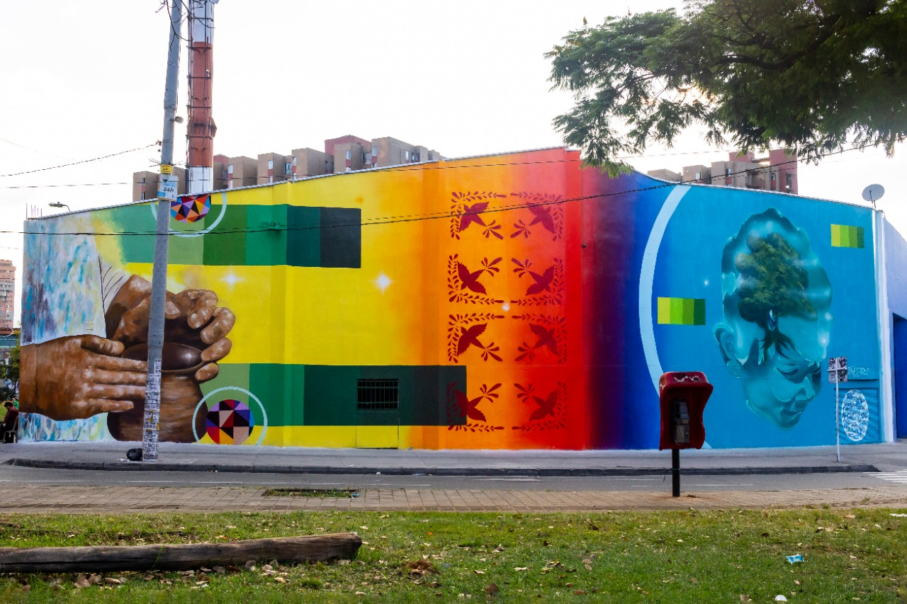 https://www.notasrosas.com/Corona celebra sus 140 años, con obra de arte ecológica