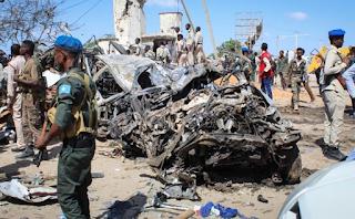 سقوط 90 قتيلا على الأقل في انفجار عند نقطة تفتيش بمقديشو